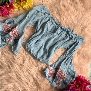 Tops - 7 for $20❗️Floral blouse